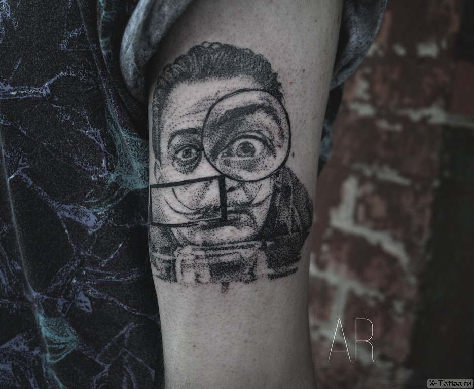 татуировка портрета дали