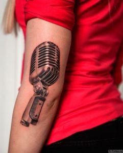 mikrofon na lokte