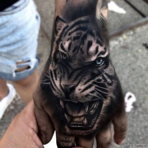 tigr na ladoni